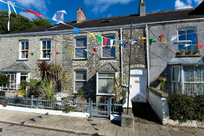 Cornwall holiday cottages pentewan the customs house for Custom cottage fish house prices