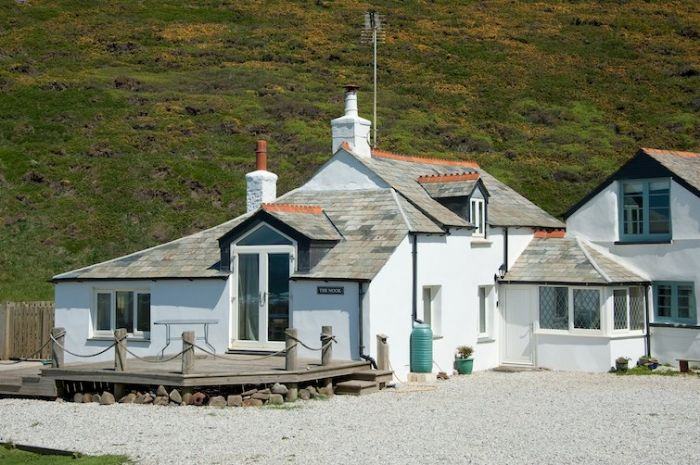 Dog Friendly Cottage On The Beach With Garden And Sundeck
